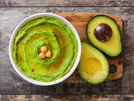 Бърза и лесна разядка за арабски питки - хумус с авокадо - снимка на рецептата